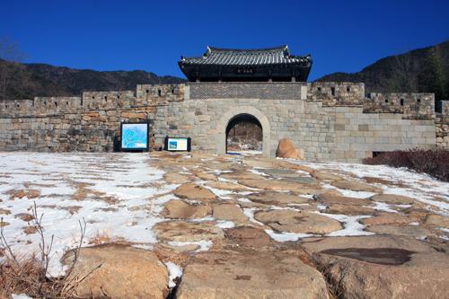 팔공산 가산산성 진남문의 복원된 모습
