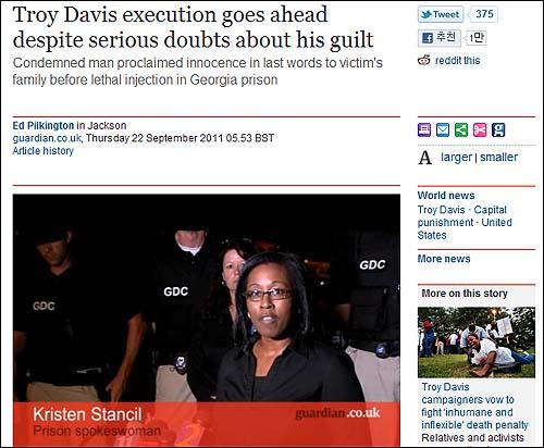"""트로이 데이비스의 마지막 순간을 보도한 <가디언>. 기사에 포함된 동영상에는 역시 흑인 남성인 데이비스의 변호사는 """"데이비스에 대한 사형이 조지아 주에서는 합법일지라도 결코 옳은 일이 아니며, 이는 역사 속에서 수없이 반복돼 왔다""""고 말했다."""