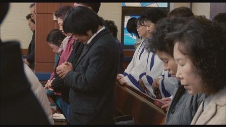 교회에서 기도하고 있는 승철