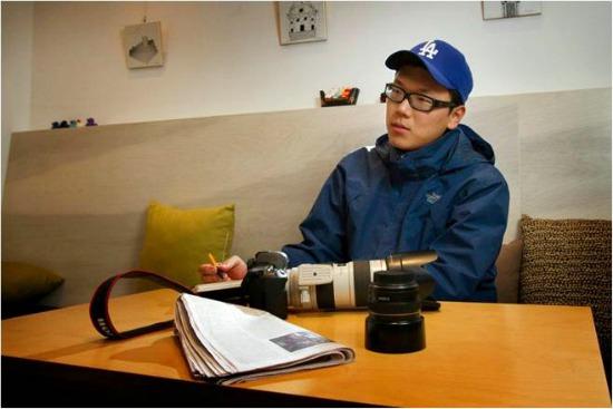 세계적인 프리랜서 포토저널리스트를 꿈꾸는 김성광씨. 그도 카메라를 내려놓고 인터뷰 사진 촬영에 응했다.