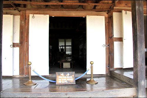마루방 안방과 건넌방의 사이에는 마루방이 한 칸 자리한다