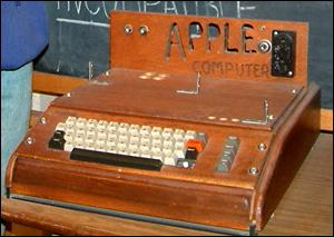 1976년에 잡스와 워즈니악이 만든 애플의 첫 컴퓨터 '애플I'. 애플은 대중을 위한 컴퓨터를 처음 만든 회사다.