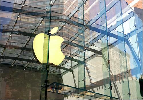 애플은 시장조사를 전혀 하지 않는 것으로 유명하다. 하지만 어느 회사보다 사람들의 욕구를 잘 이해하는 회사다. 잡스는 그 비결을 '기술과 인문학의 교차로'로 설명했다. 사진은 뉴욕시의 애플 매장.