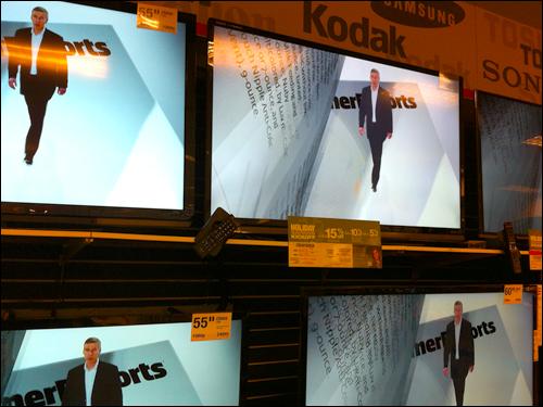 한국 업체들은 기술은 뛰어나나 사람에 대한 이해가 부족하다. 대표적인 예가 3D 텔레비전 실패다. 입체영화의 성공에 자극 받은 업체들이 입체텔레비전 시장에서 사활을 건 경쟁을 벌였으나, 영화와 텔레비전은 전혀 다른 매체다. 미국 백화점에 한국 텔레비전이 다른 나라 제품들과 함께 전시되어 있다.