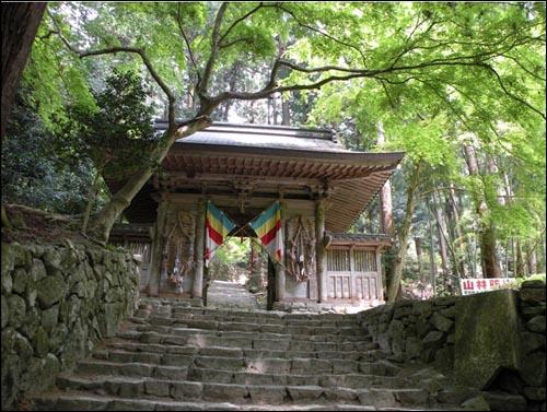 일본 시가현 히가시오우미시(市)에 있는 백제사(寺). 일본어로는 햐쿠사이지라 부른다. 일본열도의 중간쯤에 있다. 천태종 계열의 사찰로, 606년 쇼토쿠 태자가 건립했다. 백제 사찰을 본 땄다 하여 백제사라 불렀다.