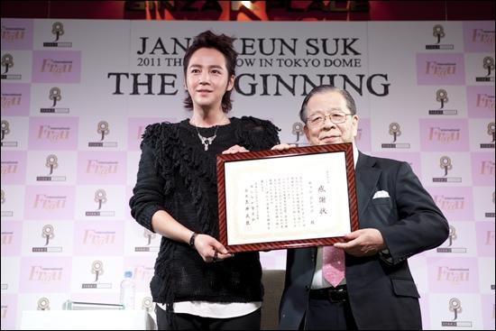 장근석이 기부한 금액은 한화로 약 1억 8천만원이다. 팬들이 자신들의 이름이 아닌 장근석의 이름으로 마음을 모았다는 후문이다.