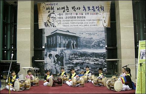 음악회 식전행사로 펼쳐진 정훈 어린이 풍물단(YMCA)의 신나는 풍물공연.