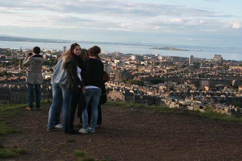 칼튼 힐 정상. 높은 언덕은 아니지만 에딘버러와 북해가 한눈에 보인다.