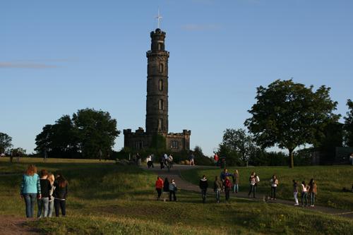 넬슨 기념탑. 탑 위에 오르면 에딘버러를 바라보는 전망이 일망무제다.