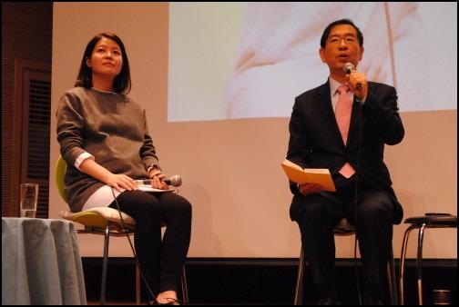 김여진의 청춘콘서트에 게스트로 출연한 박원순 서울시장. 청년들의 다양한 질문에 답변하고 있다.