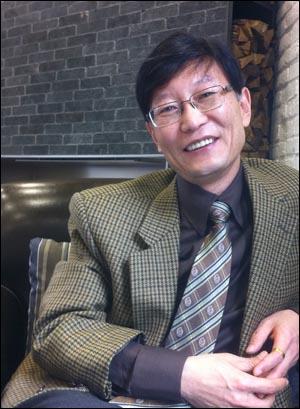 <피고인 한명숙과 대한민국 검찰>의 저자 황창화씨.