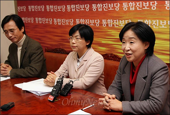9일 오전 국회에서 열린 통합진보당 대표단 첫 회의에 심상정 이정희 유시민 공동대표가 나란히 참석하고 있다.