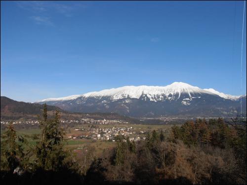 맑은 날씨, 깨끗한 공기 덕에 알프스의 눈 덮인 산맥이 눈 앞으로 다가와 보인다.