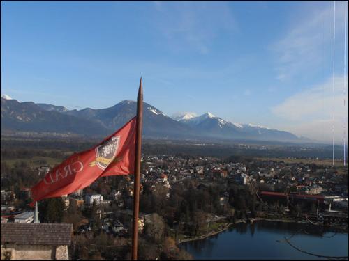블레드의 명물, 브레드 성에서 내려다 본 시내와 호수 그리고 알프스 산맥