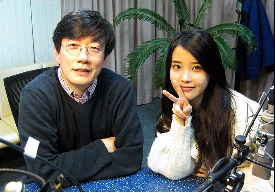 MBC 라디오 표준FM <손석희의 시선집중> 진행자인 손석희 교수와 아이유