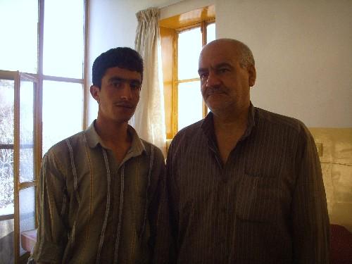 오른쪽이 카샨 숙소에서 영어를 담당하는 할아버지. 새에게 먹이를 주고, 내게 프로페셔널하다고 했던 할아버지다.