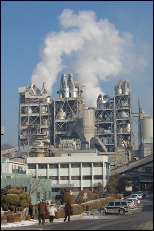 아세아시멘트공장이 준공된 이래, 인근 주민들은 45년 넘게 분진으로 인한 환경건강 피해를 받고 있다.