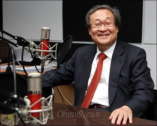 대법원에서 무죄 확정 판결을 받은 정연주 전 KBS 사장이 13일 오전 <오마이뉴스> 팟캐스트 방송 '이털남 김종배입니다'에 출연해 '정연주와 터는 MB방송'을 주제로 이야기를 나누고 있다.