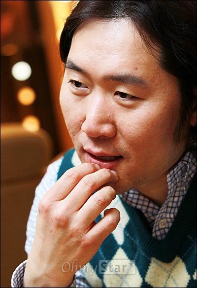 2일 오후 서울 청담동 샵 에스쿠도에서 김성학 원장이 오마이스타와 만나 헤어디자이너로서의 다양한 이야기를 전해주고 있다.