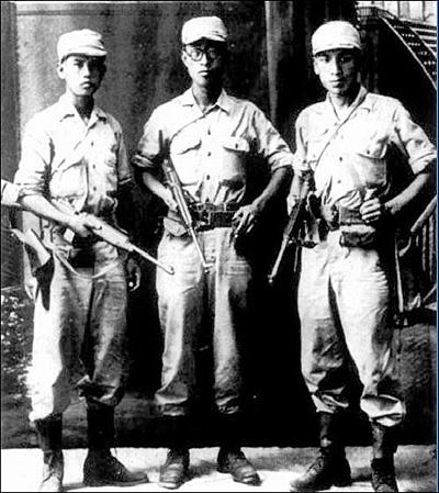 '마지막 광복군'. 학도병으로 끌려갔다가 식민지 조국의 광명을 되찾기 위해 일본군을 탈영해 광복군에 합류한 '마지막 세대'인 노능서(魯能瑞)·김준엽(金俊燁)·장준하(張俊河)의 20대 시절 모습(왼쪽부터).