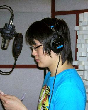 지난 2009년 이계덕씨가 군 동성애자 문제등을 소재로한 노래 '신노병가'등을 제작하기 위해 녹음하고 있는 모습이다. 그는 당시 이플뮤직과 계약하여 디지털싱글앨범 '지구방위대'를 출시한 바 있다.