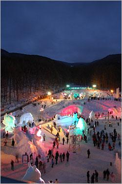 태백산눈축제 당골광장 밤 풍경.