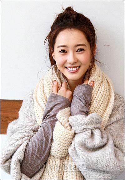 영화<파파>에서 준 역의 배우 고아라가 19일 오전 서울 삼청동의 한 카페에서 오마이스타와 만나 인터뷰를 하기에 앞서 포즈를 취하고 있다.