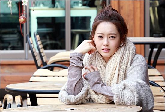 영화<파파>에서 준 역의 배우 고아라가 19일 오전 서울 삼청동의 한 카페에서 오마이스타와 만나 인터뷰를 하기에 앞서 포즈를 취하며 애절한 눈빛을 보여주고 있다.