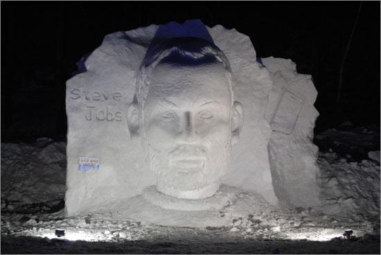 당골광장에서 눈조각으로 부활한 스티브 잡스.