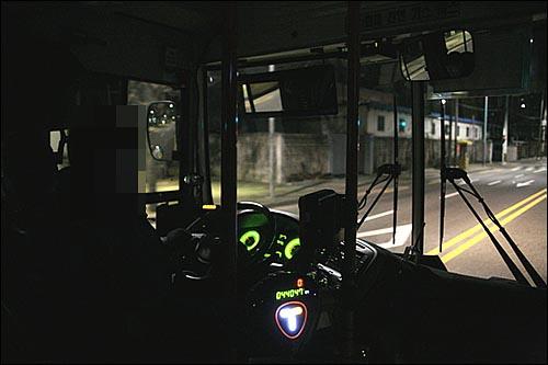 마을버스는 시내버스, 지하철 등 대중교통의 '입, 출구'역할을 한다. 따라서 업무시간도 새벽 4시 대로 상당히 이른 편이다.