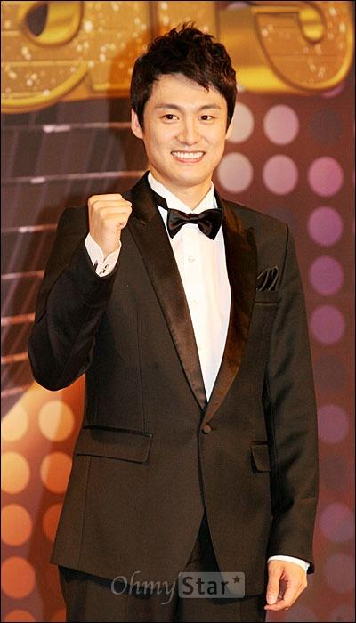 3일 오후 서울 장충동 그랜드 엠버서더 호텔에서 열린 MBC <댄싱 위드 더 스타> 제작발표회에서 출연자 중에 한 명인 오상진 아나운서가 포즈를 취하고 있다.