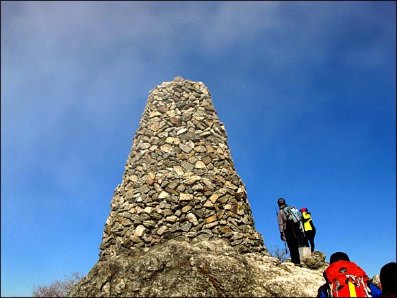 치악산 정상에 있는 3개의 소원탑중 하나