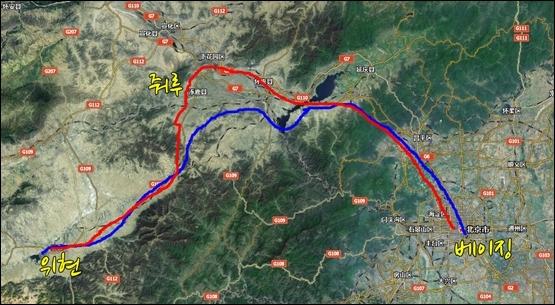 베이징에서 허베이 서북방향 위현과 줘루 1박2일 노선. 빨간색 노선이 첫째 날, 파란색이 둘째날.