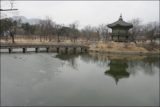경복궁 건청궁 앞 연못이에요~