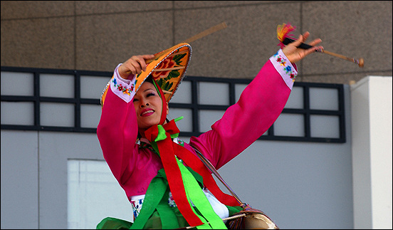 어우동 아버지의 고향인 충북 음성에서 매년 개최되는 <품바축제>에서 시연 중인 어우동