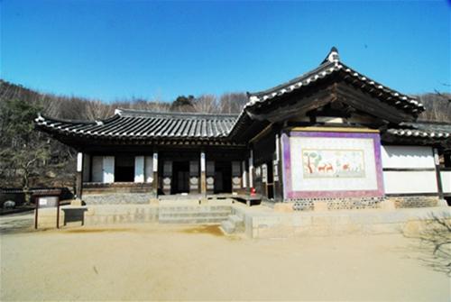 내당 한국민속촌 99칸 중부지방 양반집의 안편에 자리하고 있는 안채인 내당