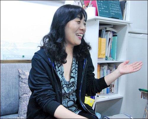 화가 김은영 하루에 6시간 이상씩 작업을 한다는 화가 김은영