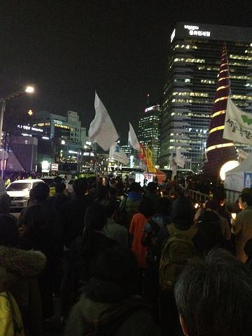 7일 저녁, 청계광장에서 '구럼비를 살리자'는 촛불집회가 진행되고 있다.