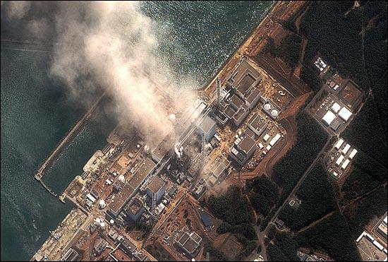 미국의 과학국제안보연구소 (ISIS)가 지난해 3월 14일 촬영해 공개한 후쿠시마 제1원전 위성사진