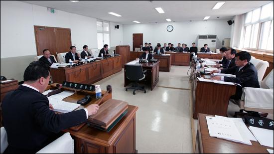 충남도의회 농수산경제위 회의 모습