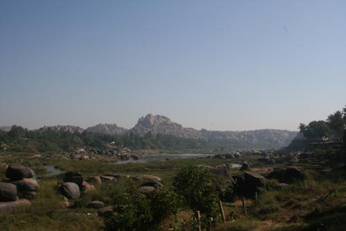 함피에는 세상의 돌은 다 모인것 처럼 돌이 많았다.