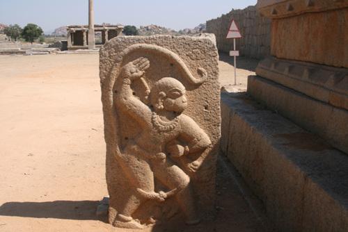 서유기에 나오는 손오공의 모태가 된 원숭이 신 하누만. 라마신에 대한 충성과 복종, 헌신의 대명사다.