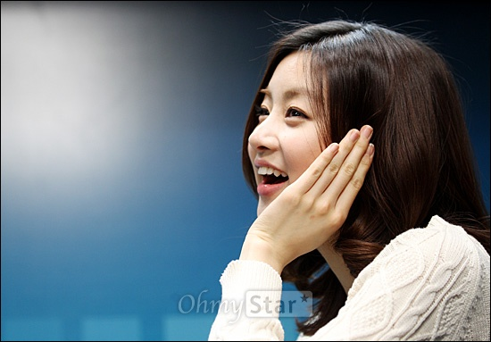 KBS2 드라마 <드림하이2> 에서 신해성 역의 배우 강소라가 26일 오후 서울 상암동 오마이스타를 방문, 인터뷰를 하기에 앞서 포즈를 취하고 있다.