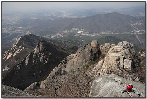 염초봉 염초봉을 통하여 백운대에 오르는 길은 전문 산악인들만 장비를 준비하여 오르는 등산로입니다.