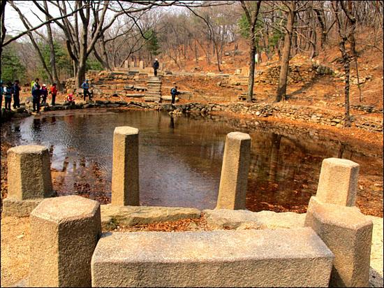 백사 실 계곡과 부암동 백석동천 유적발굴지를 돌아보고 하산한다.