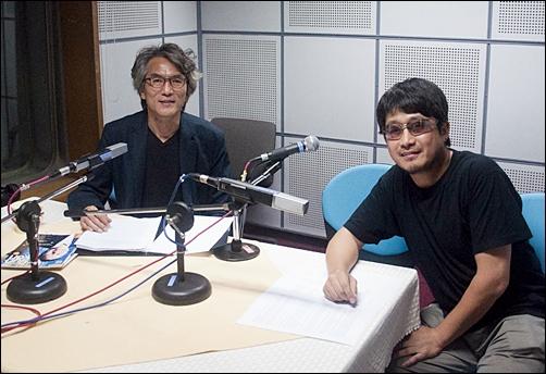 2011년 9월 CBS라디오 <시사자키 정관용입니다>에 출연한 이진우 발행인(우측)