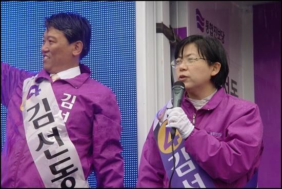 의리의 남자 2012년 3월 30일 전남 순천 의료원로터리에서 통합진보당 이정희 대표가 김선동 후보 지지를 호소하고 있습니다.