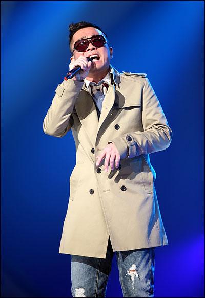 가수 김건모 22일 일산 MBC 드림센터에서 진행된 <우리들의 일밤-나는 가수다2> 첫 녹화에 참석한 김건모