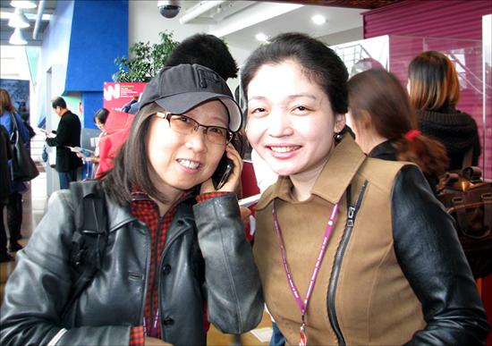 22일 여성영화제에서 첫 상영된 <깔깔깔 희망버스>의 이수정 감독(좌측)과 <희망버스, 러브스토리> 박성미 감독(우측)