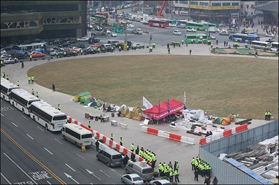 사진 속 분홍색 텐트가 '희망광장' 공간이다.